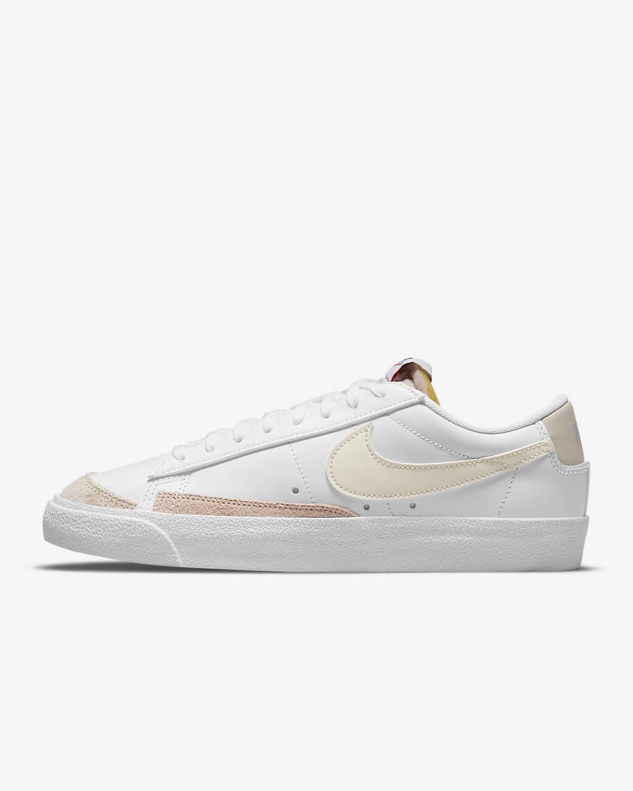 รองเท้าผู้หญิง Nike Blazer Low '77
