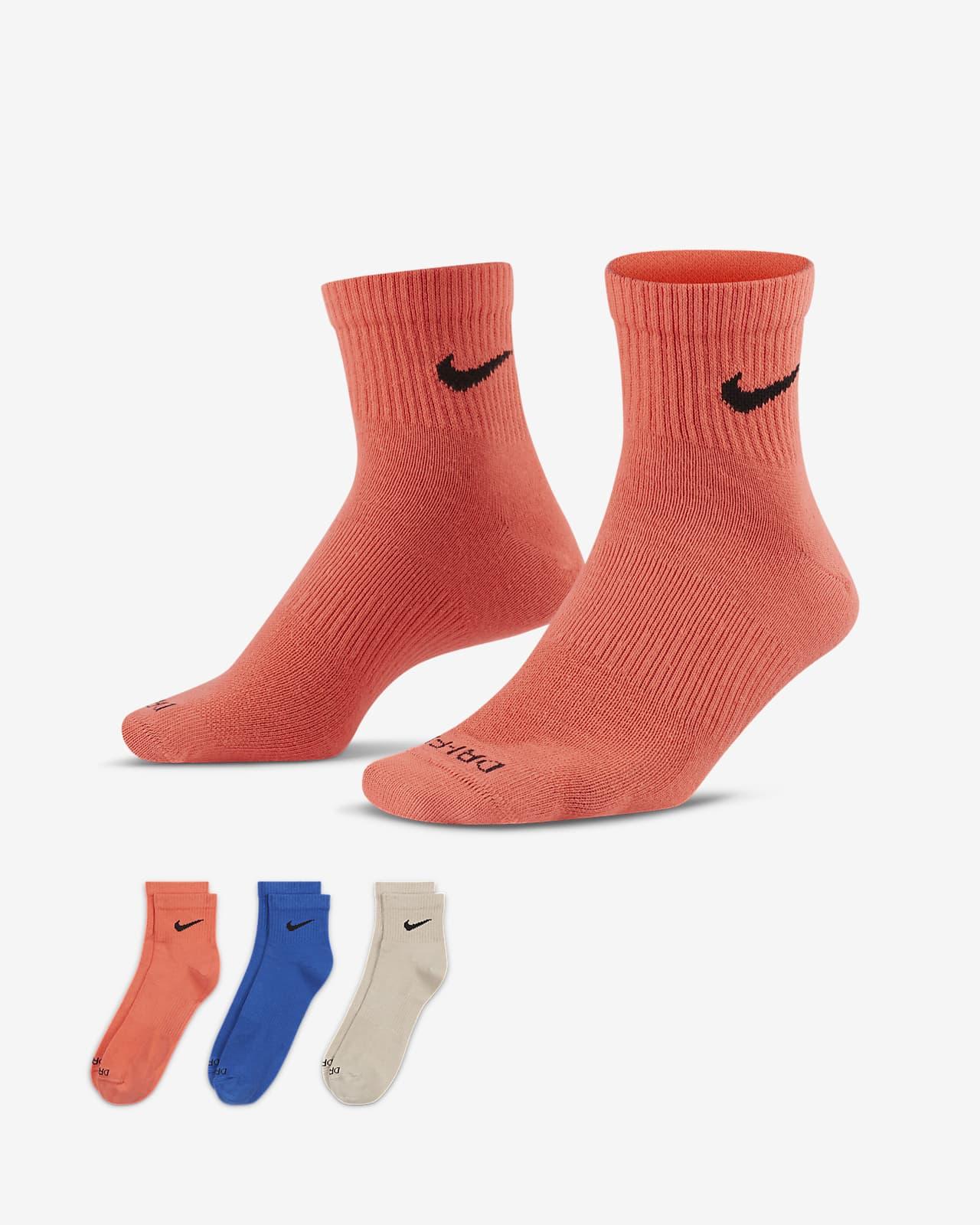 Κάλτσες προπόνησης μέχρι τον αστράγαλο Nike Everyday Plus Lightweight (τρία ζευγάρια)