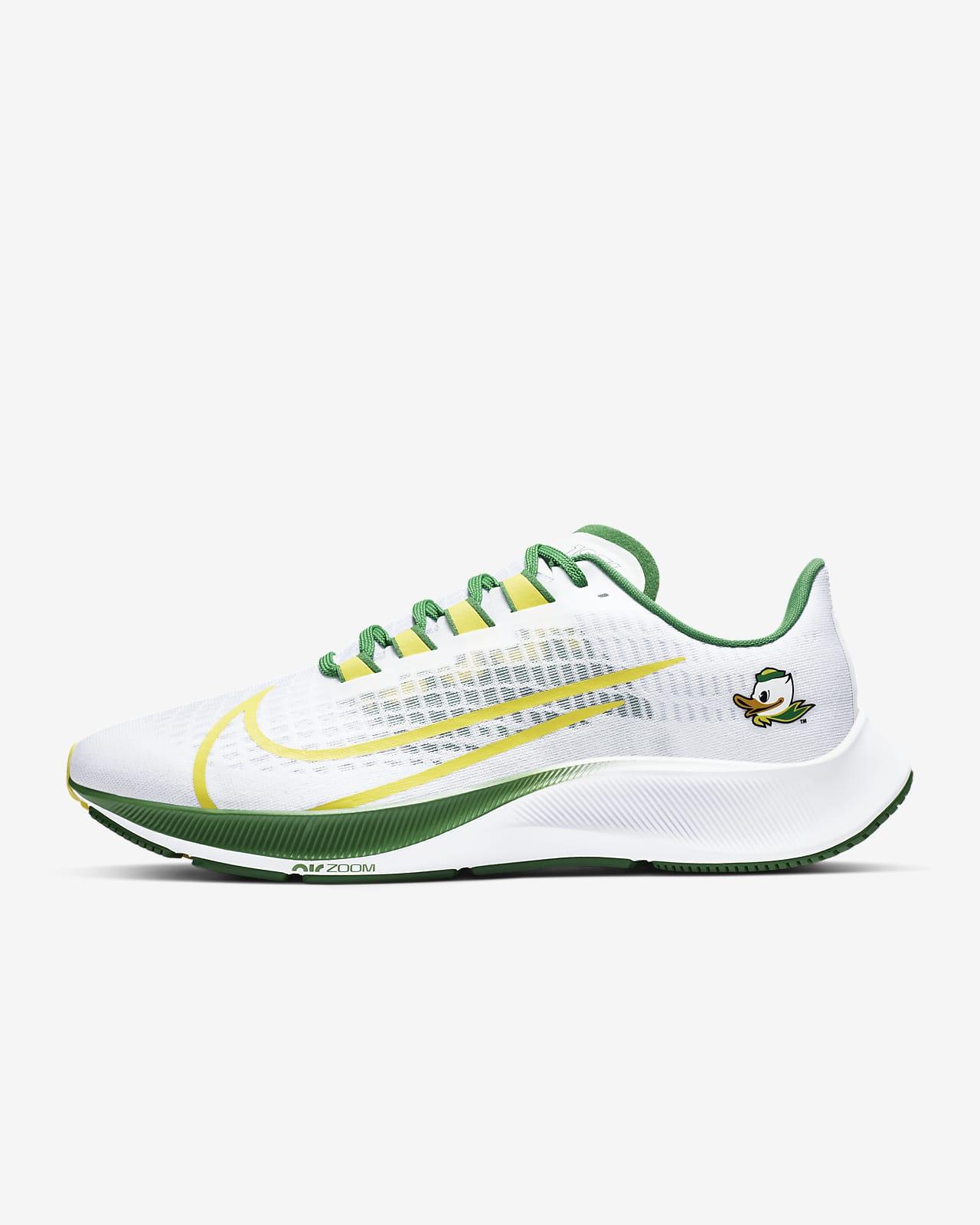 Nike College Zoom Pegasus 37 (Oregon) Running Shoe