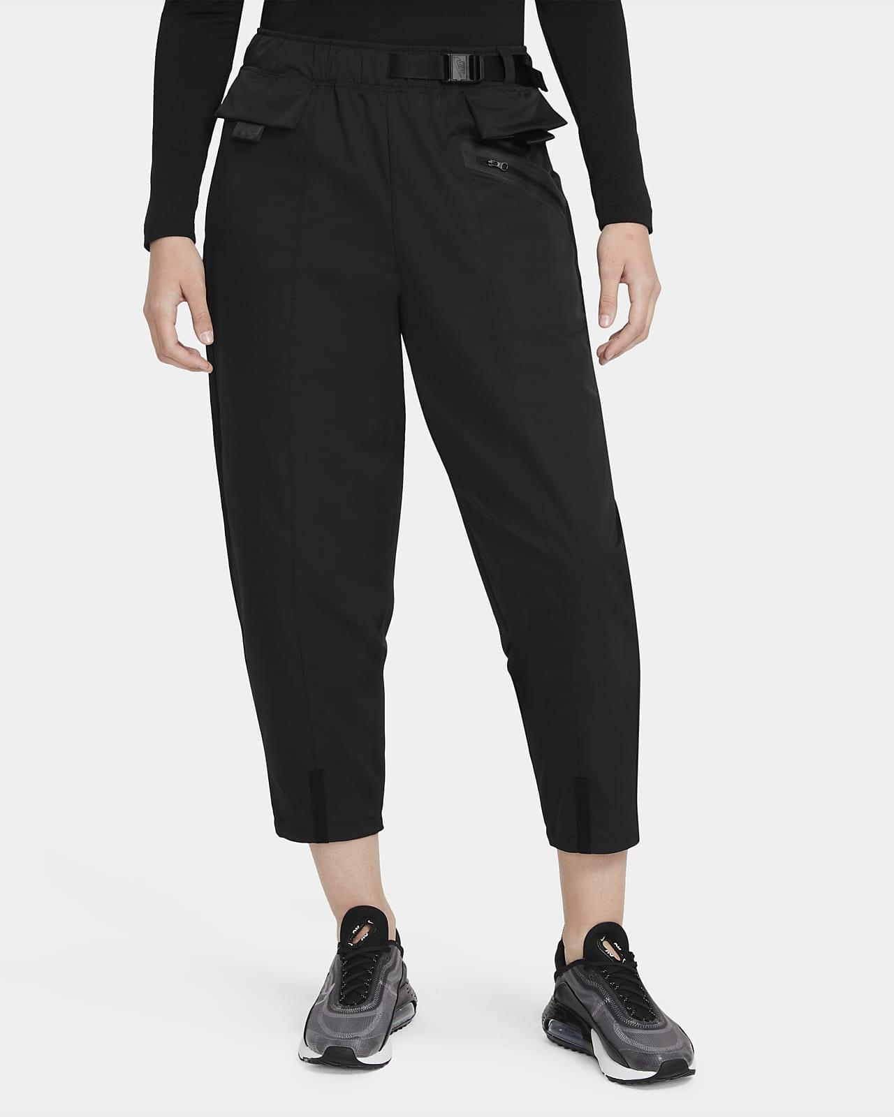 Vævede Nike Sportswear Tech Pack Curve-bukser til kvinder