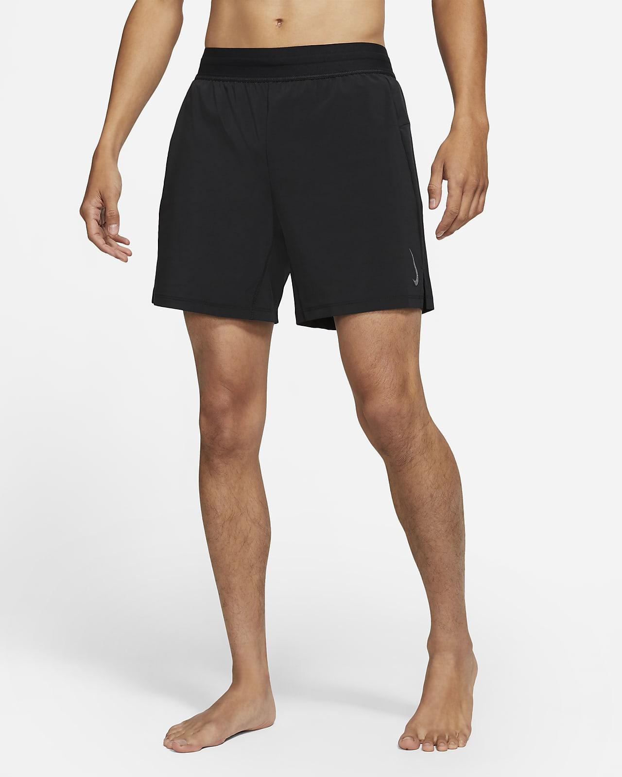 กางเกงขาสั้น 2-in-1 ผู้ชาย Nike Yoga