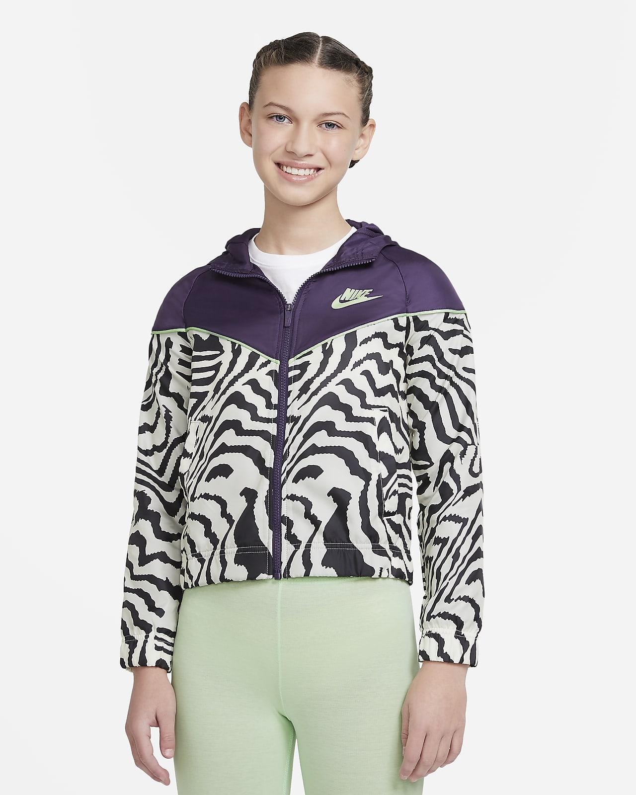 เสื้อแจ็คเก็ตเด็กโตพิมพ์ลาย Nike Sportswear Windrunner (หญิง)