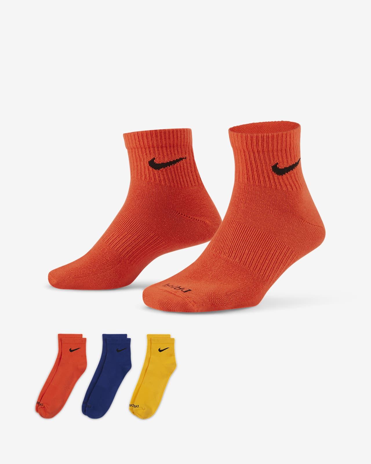 ถุงเท้าเทรนนิ่งหุ้มข้อ Nike Everyday Plus Lightweight (3 คู่)