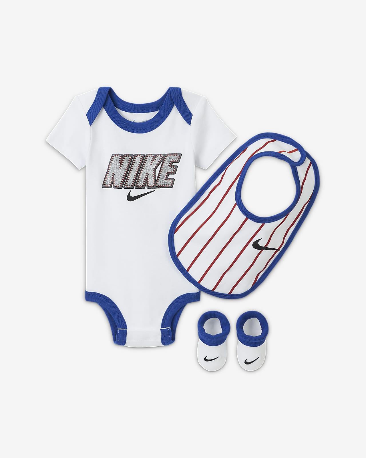 Conjunto de tres piezas para bebé Nike (6-12M)
