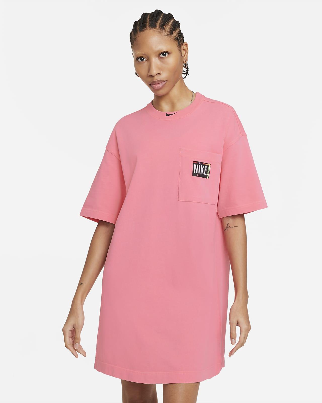 เดรสผู้หญิงฟอกสี Nike Sportswear