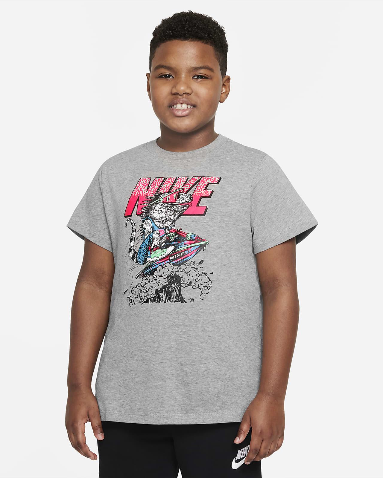 Playera para niños talla grande Nike Sportswear (talla extendida)