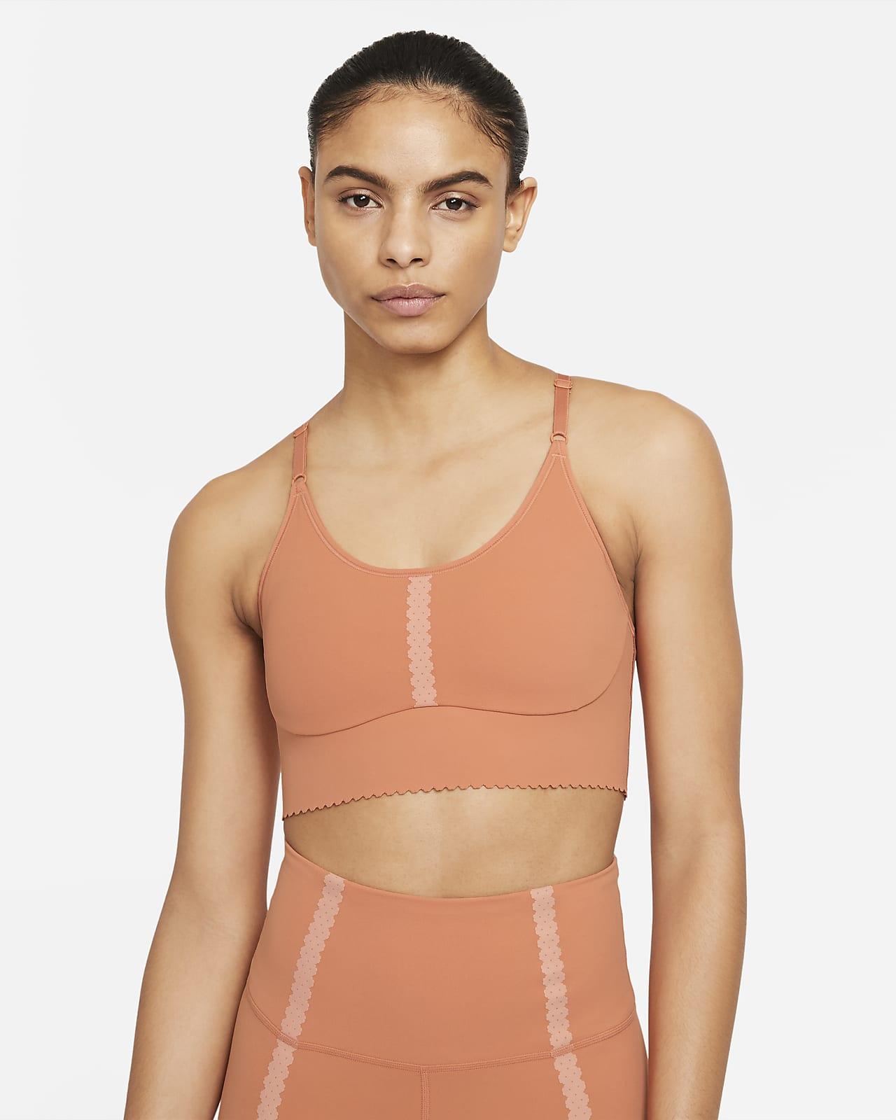 Nike Yoga Dri-FIT Indy sports-BH med polstring, lissehull og lett støtte til dame