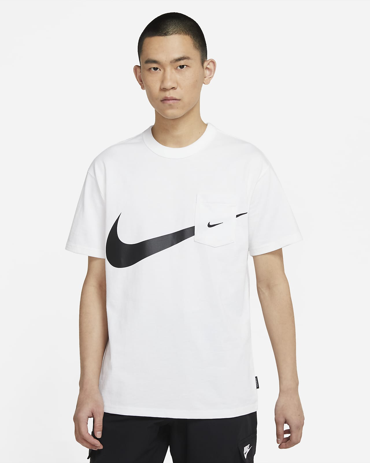 Nike Sportswear Swoosh 男子口袋T恤