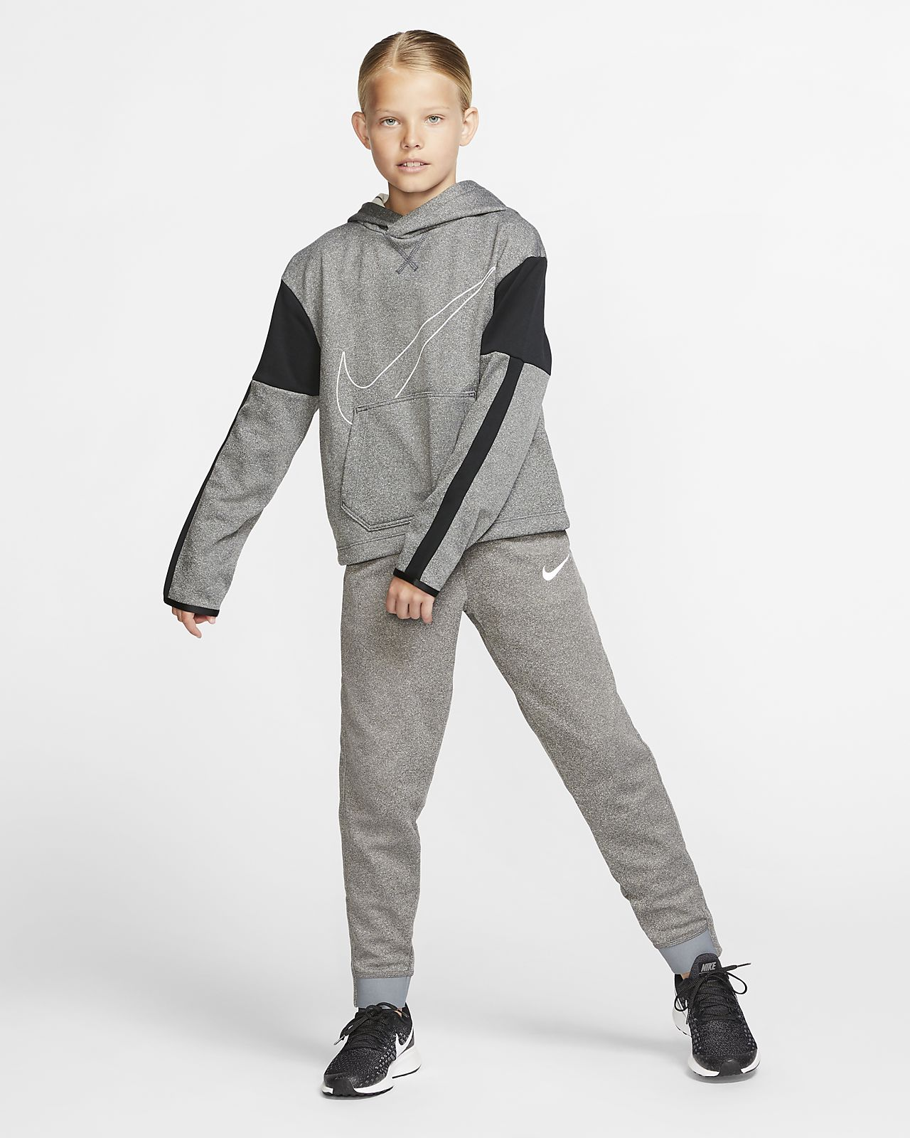 Nike Girls Therma Fit Graphic Sweatshirt