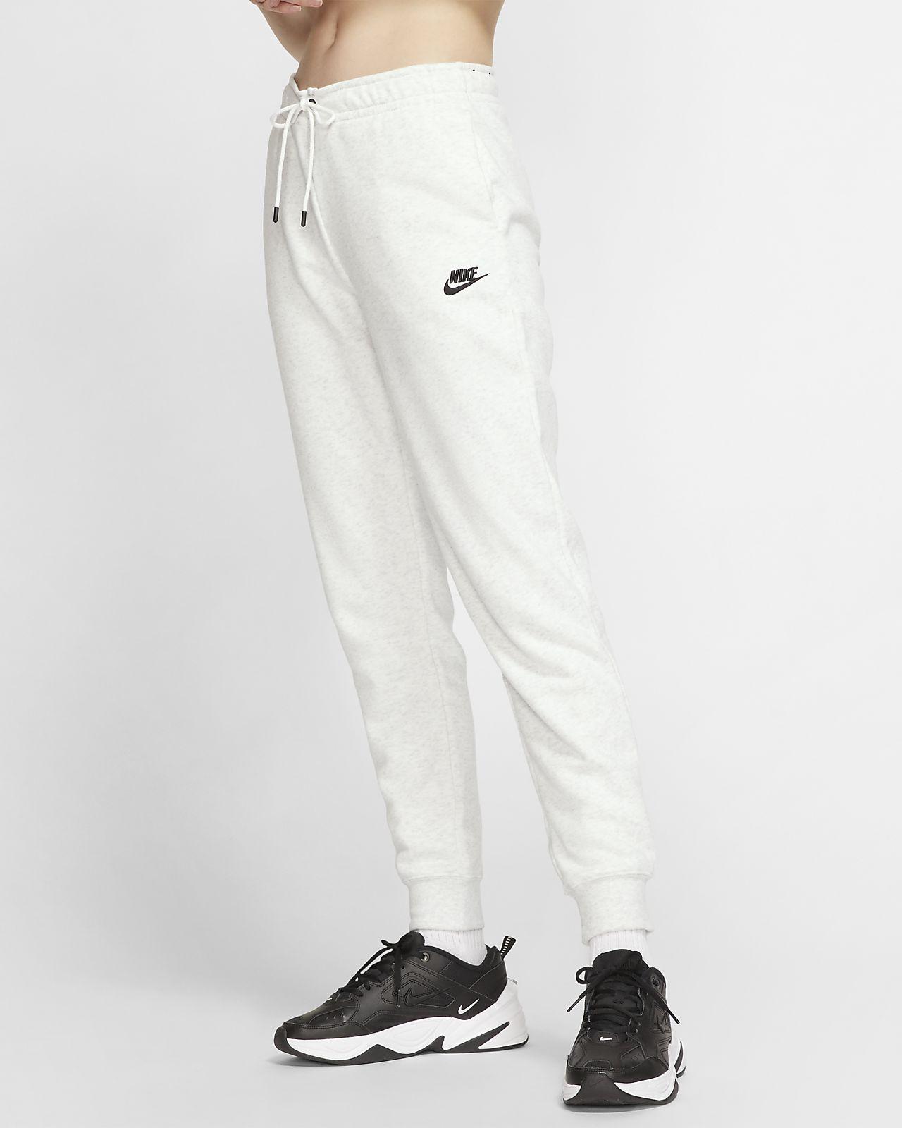 Nike Sportswear Essential Women's Fleece Trousers. Nike HU