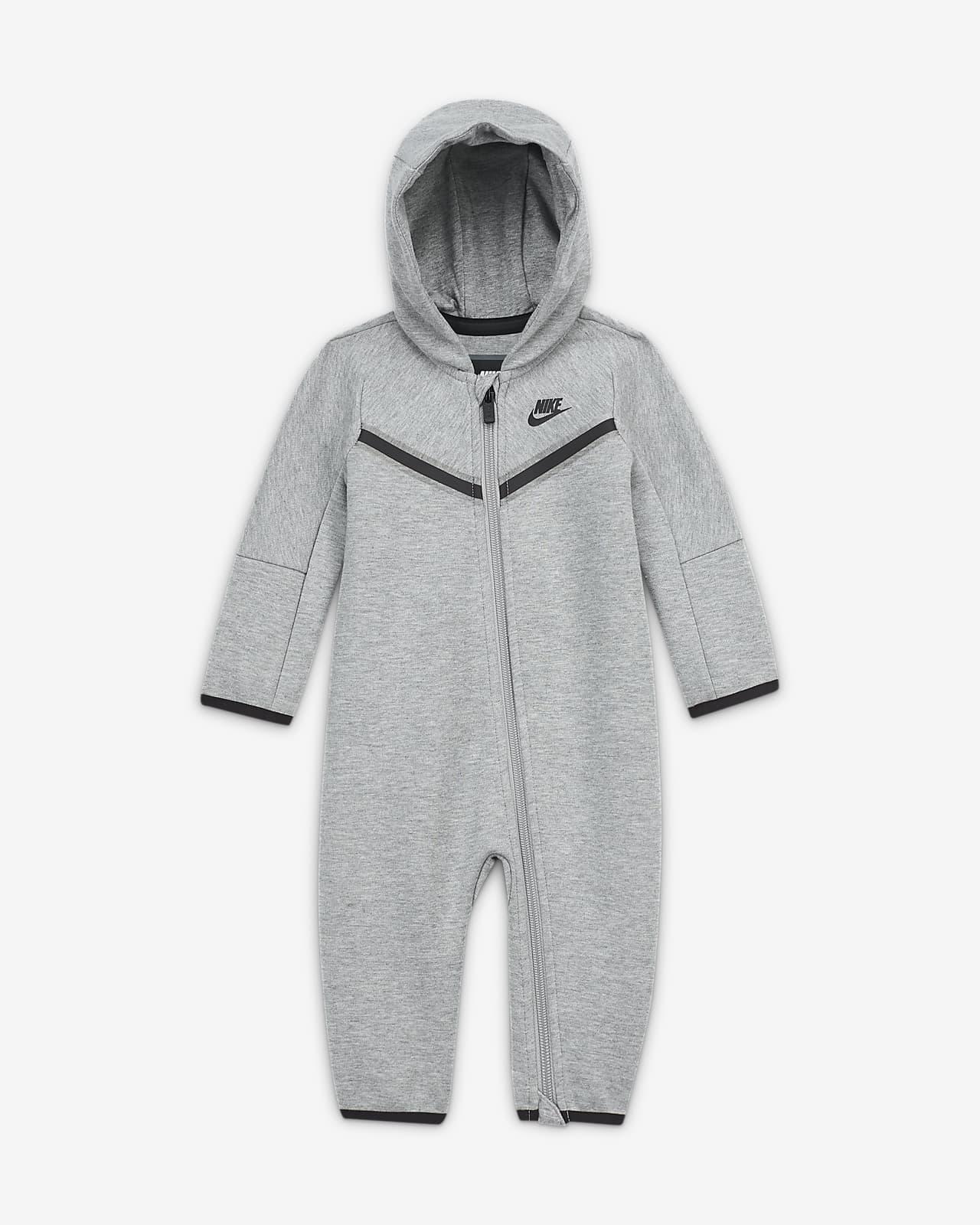 Ολόσωμη φόρμα με φερμουάρ σε όλο το μήκος Nike Sportswear Tech Fleece για βρέφη (0-9M)