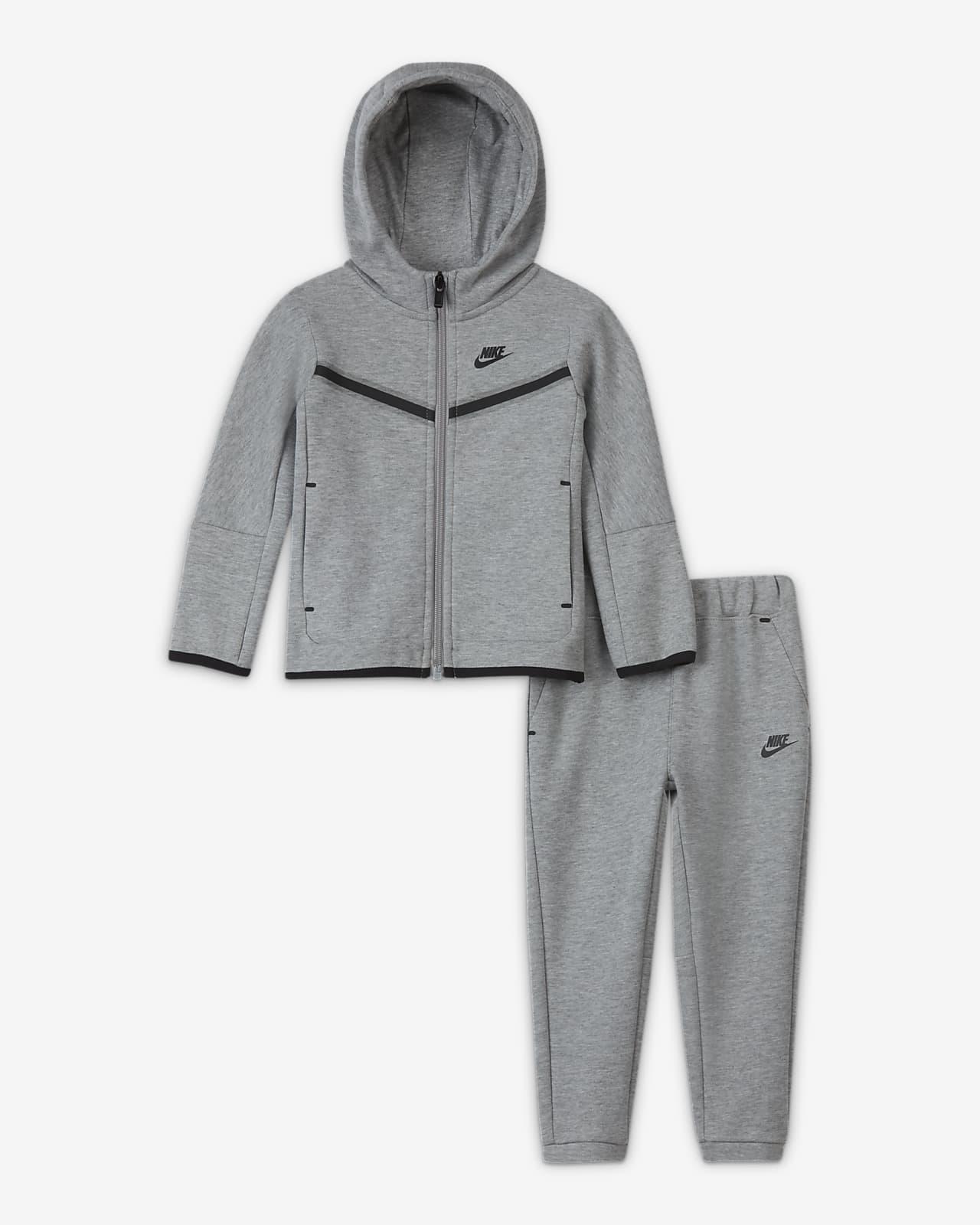 Nike Sportsweear Tech Fleece-sæt med bukser og hættetrøje med lynlås til babyer (12-24 M)