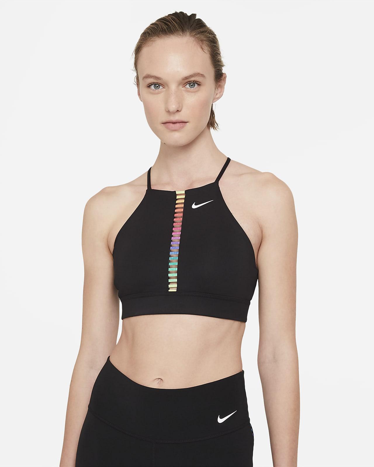 Nike Dri-FIT Indy Rainbow Ladder-sports-bh med indlæg, let støtte og høj hals til kvinder