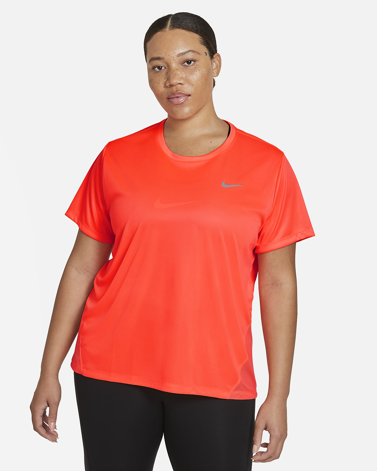 เสื้อวิ่งแขนสั้นผู้หญิง Nike Miler (พลัสไซส์)