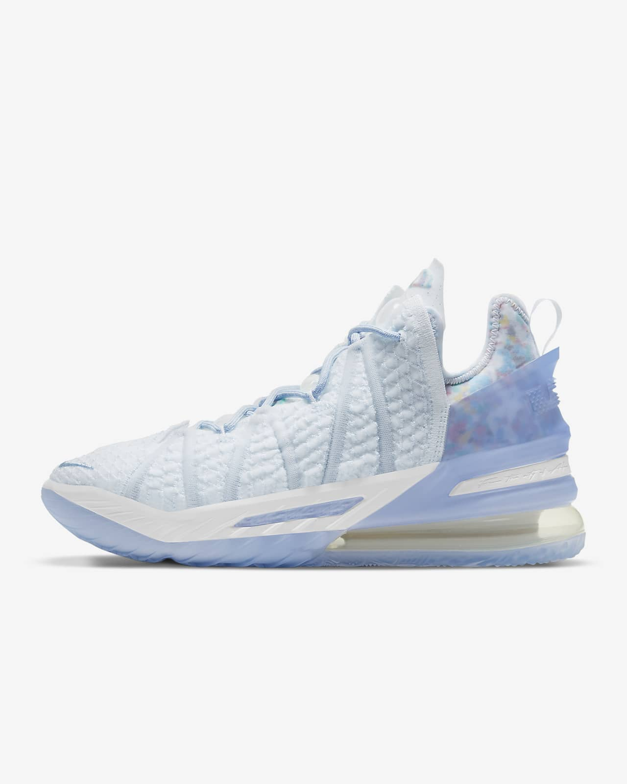 "Calzado de básquetbol LeBron 18 ""Play for the Future"""