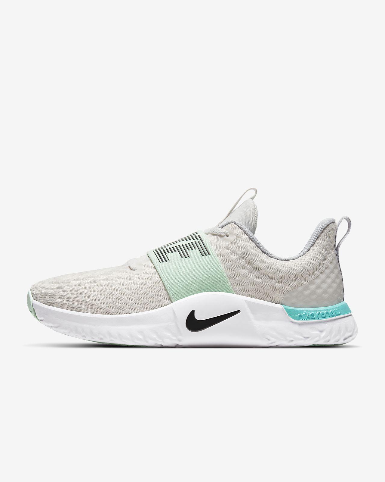 Season TR 9 Women's Training Shoe. Nike SG