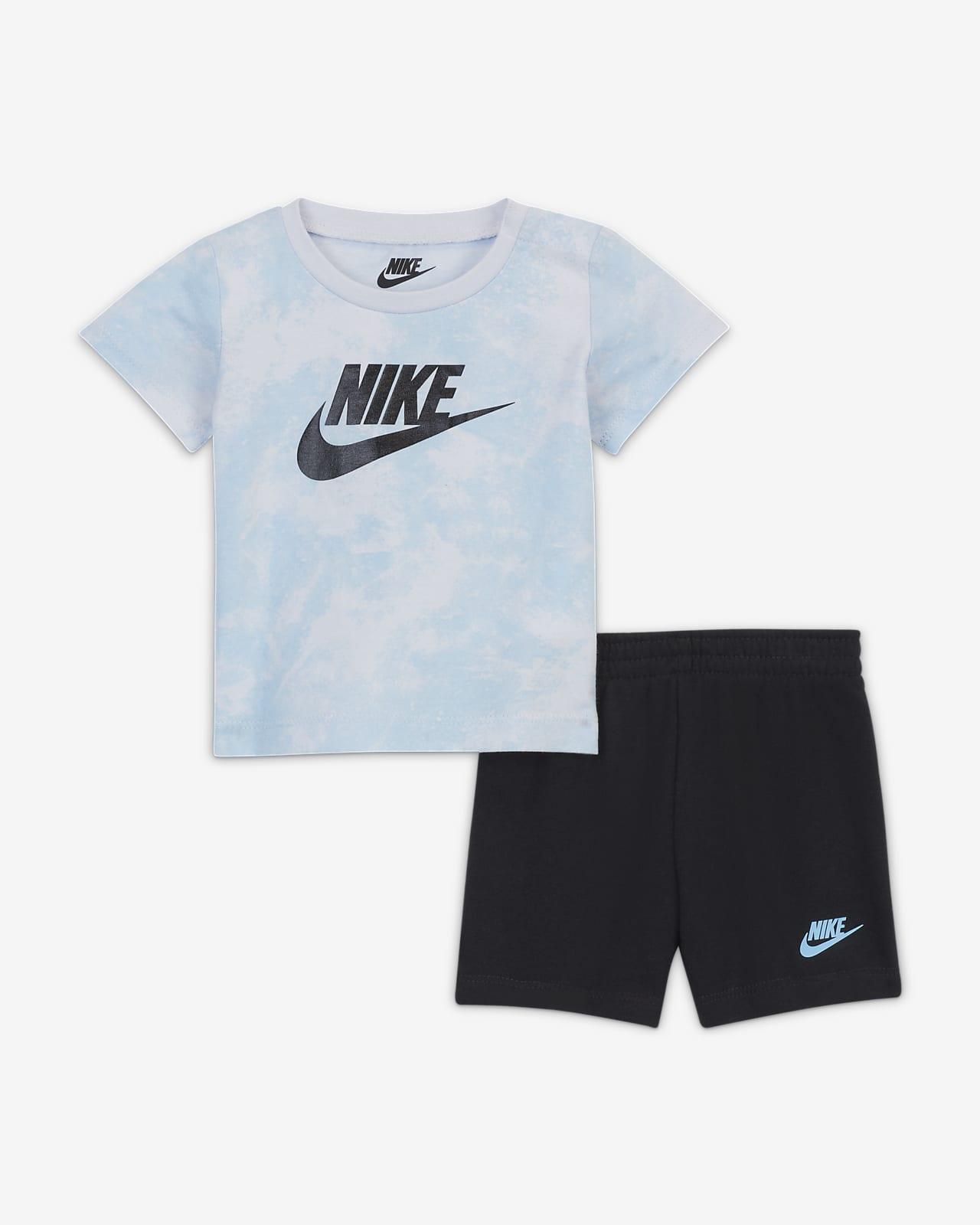 Conjunto de playera y shorts para bebé (0-9M) Nike Sportswear