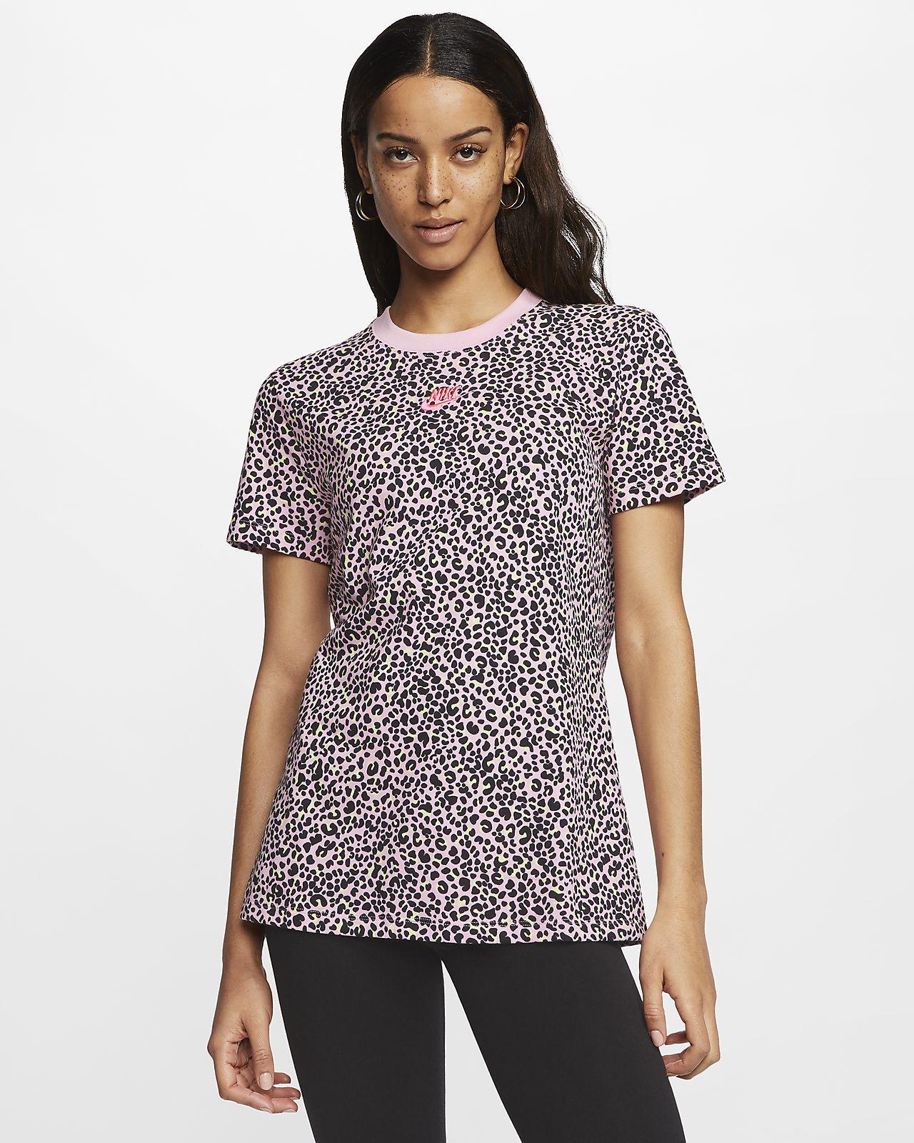 Nike Sportswear Hayvan Baskılı Kadın Tişörtü
