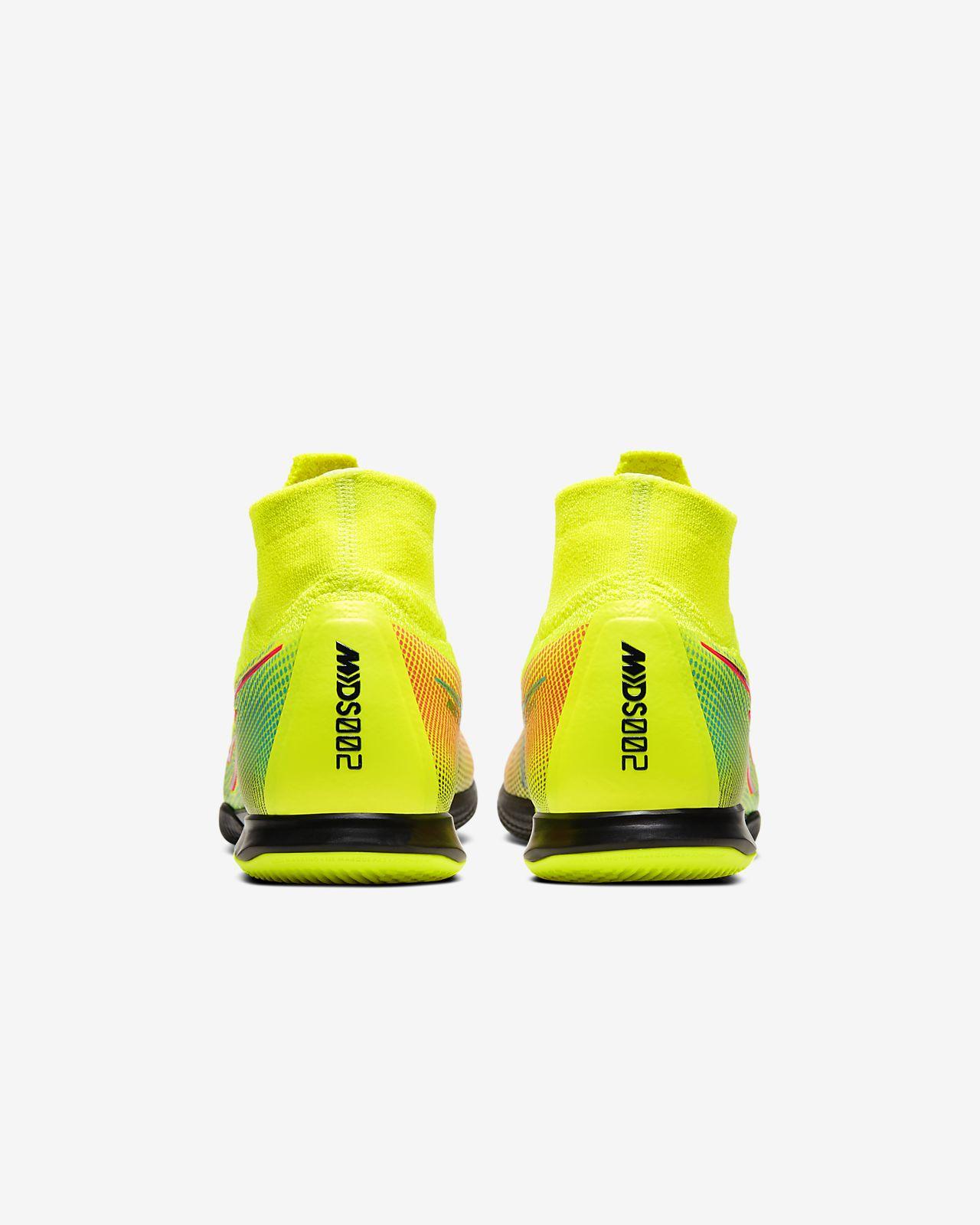 chaussure de sport en salle nike