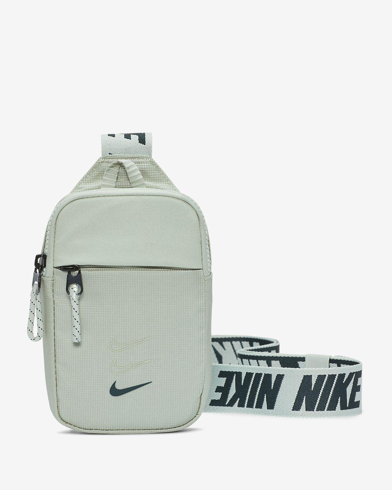Nike Sportswear Essentials övtáska (kis méret)