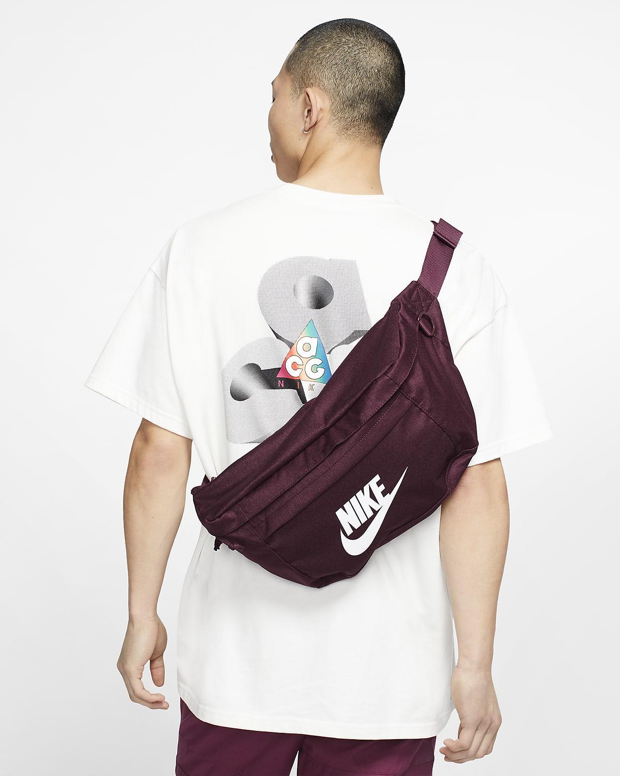 กระเป๋าคาดเอว Nike Tech