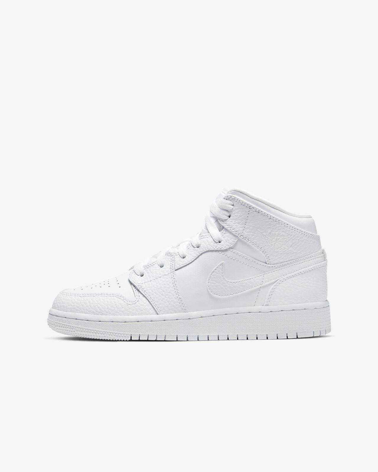 Air Jordan 1 Mid Older Kids' Shoe. Nike AE