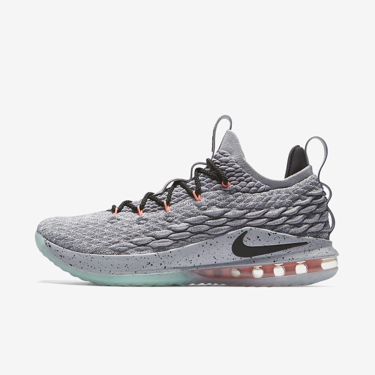 LeBron 15 Low Basketball Shoe