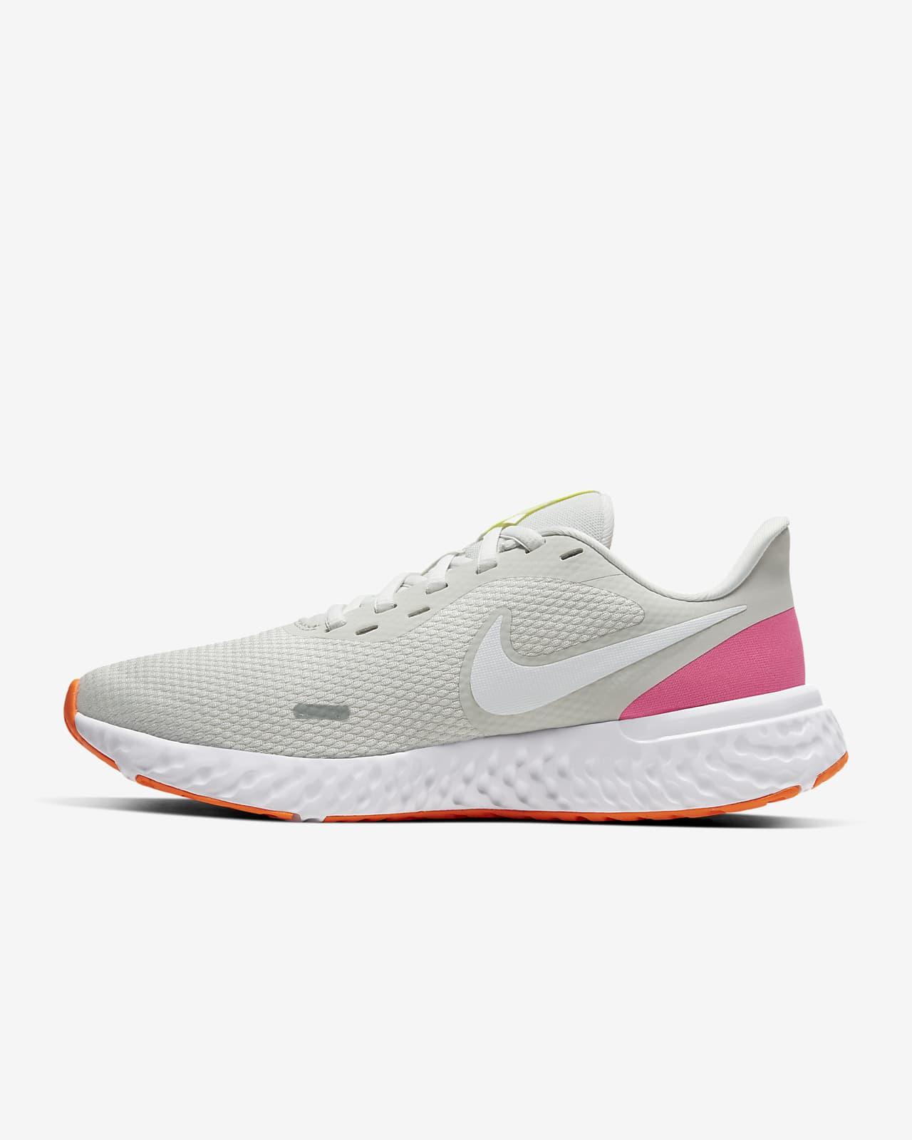 รองเท้าวิ่งผู้หญิง Nike Revolution 5
