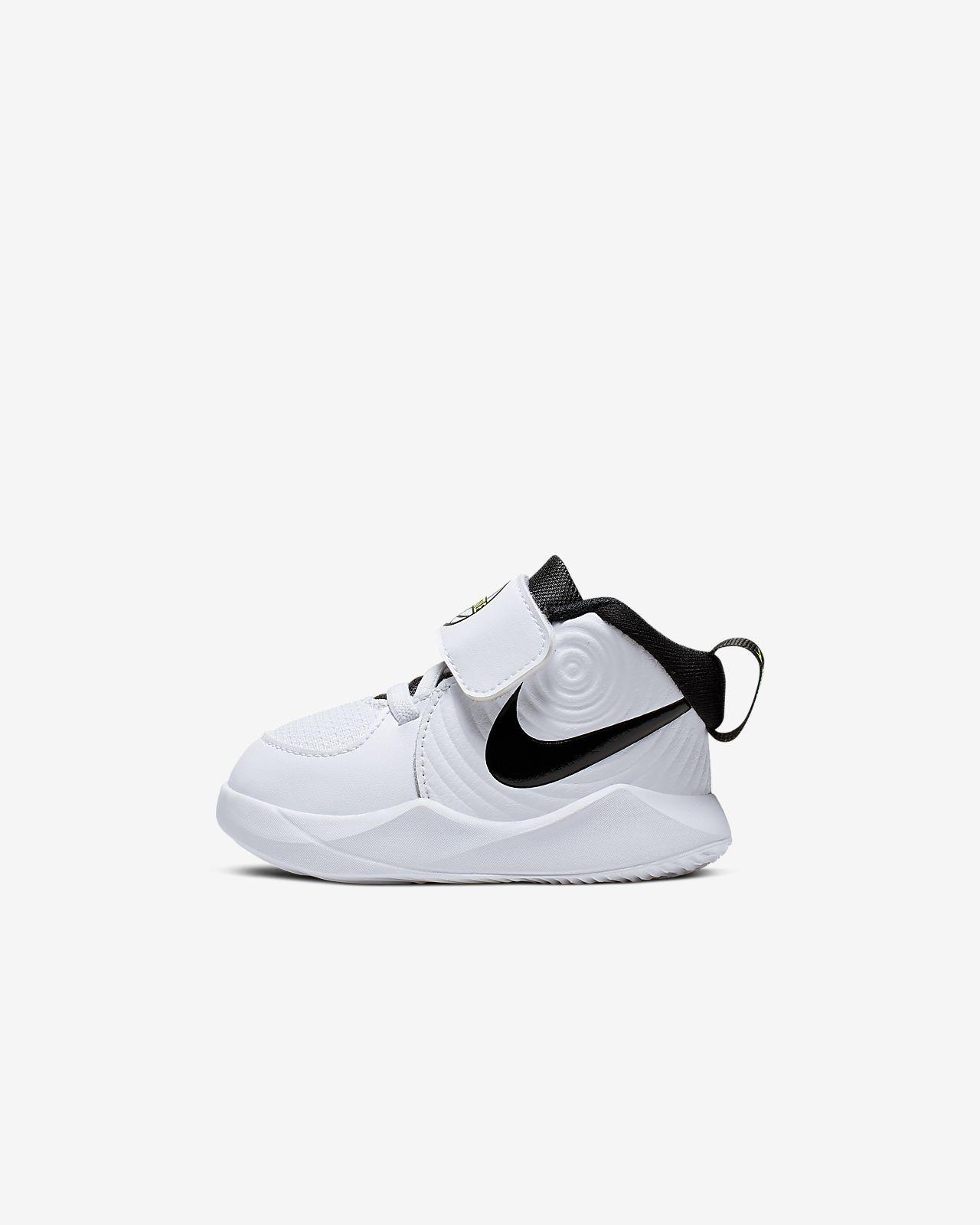 Hacia atrás tragedia Ponte de pie en su lugar  Nike Team Hustle D 9 Schuh für Babys und Kleinkinder. Nike AT