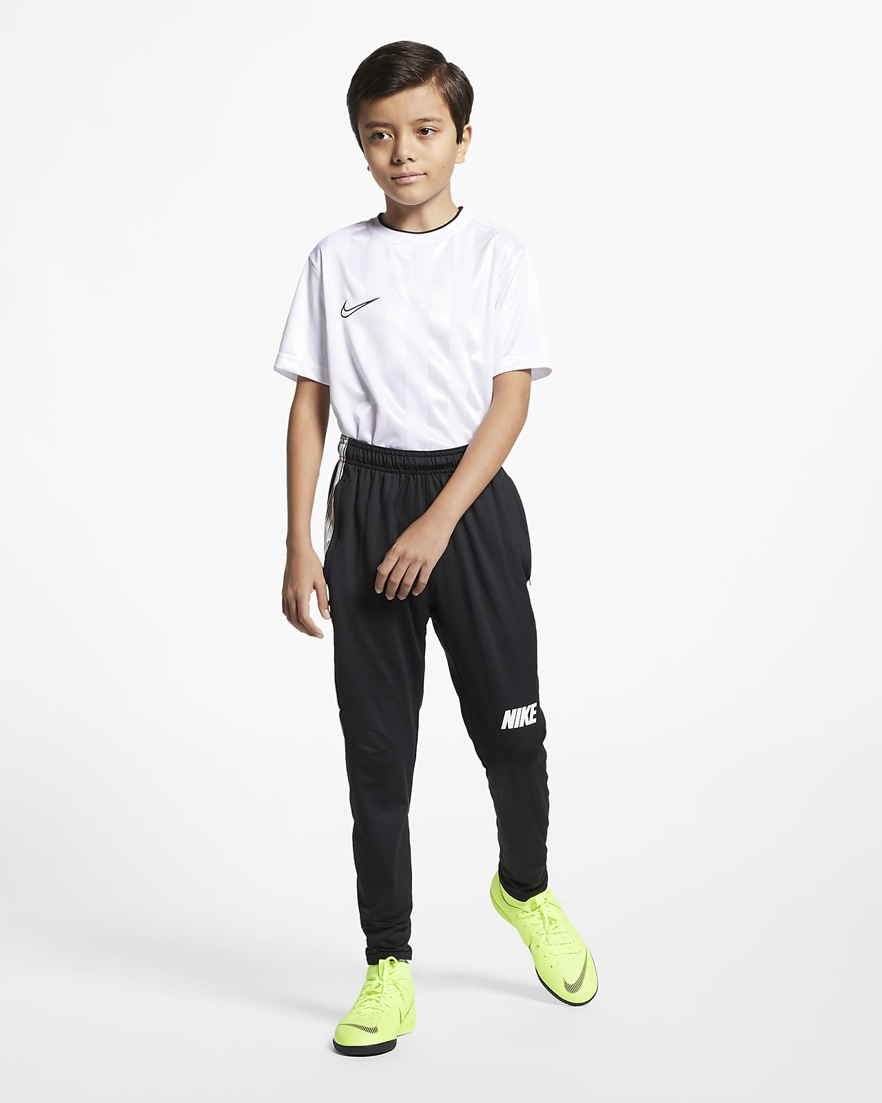 Inclinarse bolso regla  Nike Dri-FIT Squad Older Kids' Football Pants. Nike NO