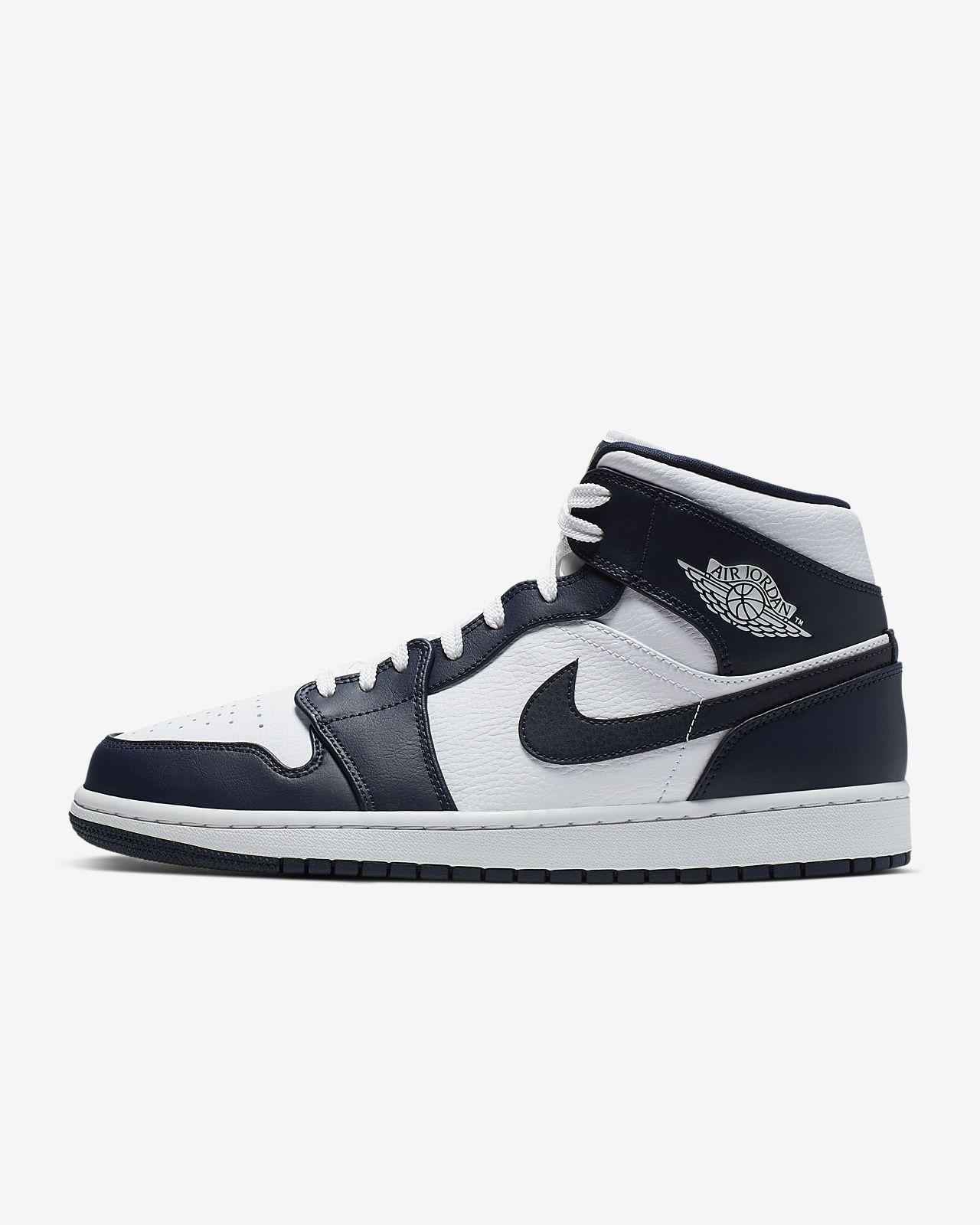 Air Jordan 1 Mid Shoe. Nike IN