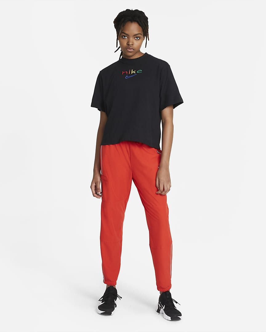Nike Dri-FIT Women\'s Boxy Rainbow Training T-Shirt Black