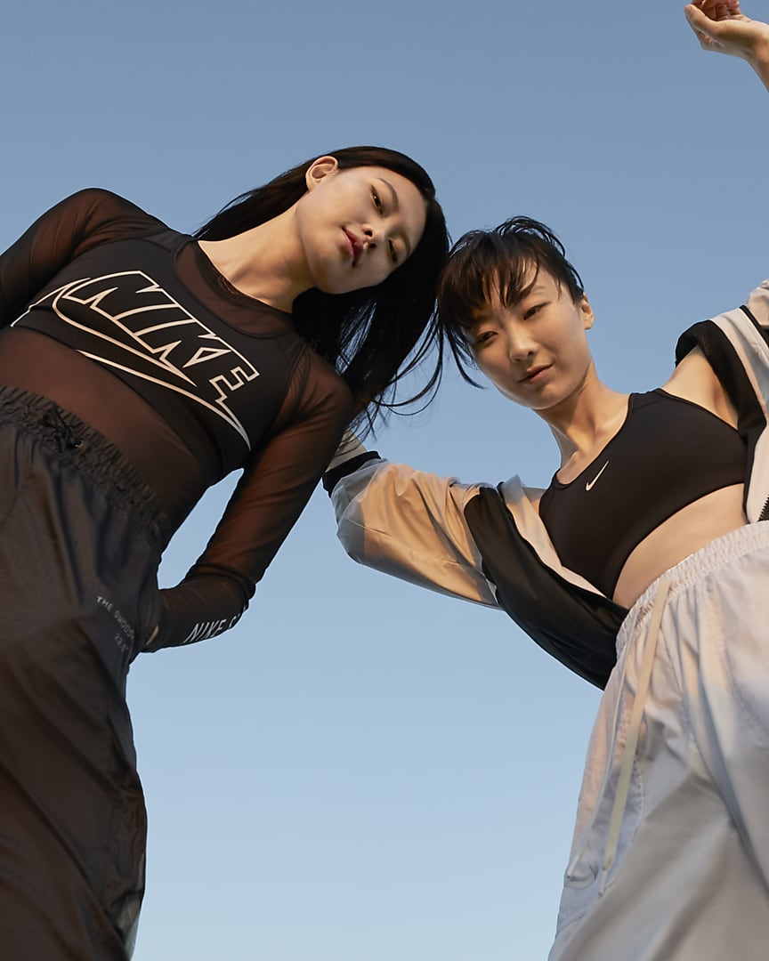 Nike Dri-FIT Swoosh Women\'s Medium-Support 1-Piece Pad Sports Bra Black/White