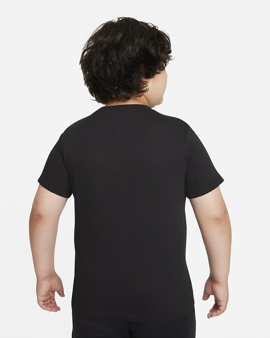 Nike Sportswear Big Kids\' (Boys\') T-Shirt (Extended Size) Black