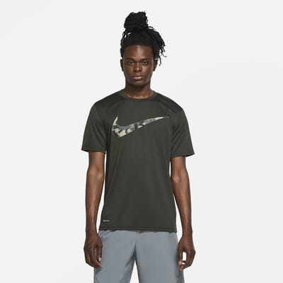 Ανδρικό T-Shirt προπόνησης με μοτίβο παραλλαγής Nike Dri-FIT
