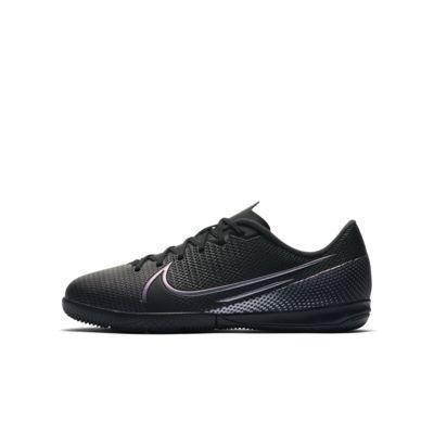 Nike Jr. Mercurial Vapor 13 Academy IC Fußballschuh für Hallen- und Hartplätze für jüngere/ältere Kinder