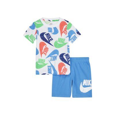 Conjunto de playera y shorts para bebé Nike