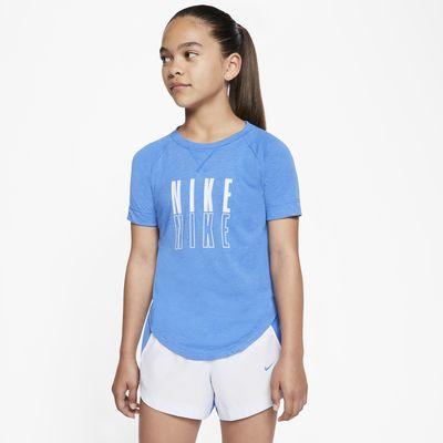 เสื้อเทรนนิ่งแขนสั้นเด็กโตมีกราฟิก Nike Trophy (หญิง)