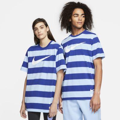 เสื้อยืดผู้ชายลายทาง Nike Sportswear Swoosh