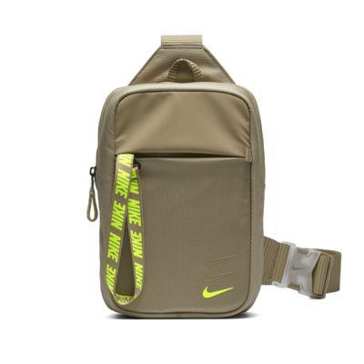 Nike Sportswear Essentials övtáska