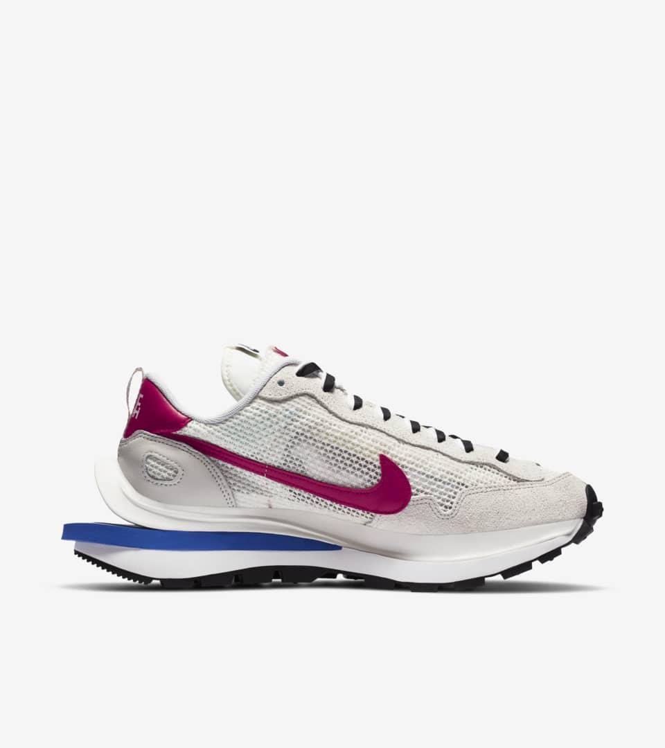 Nike x sacai VaporWaffle 'Royal Fuchsia