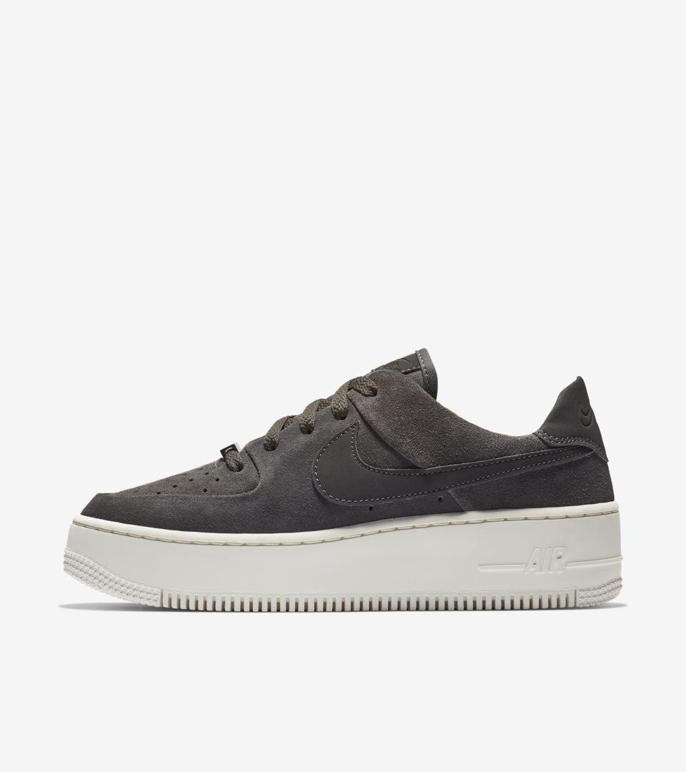 Women S Air Force 1 Sage Low Black White Release Date Nike Snkrs