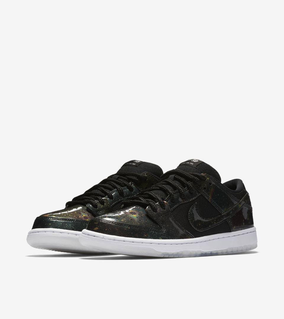 Nike SB Dunk Low 'Black & Metallic Cool Grey'. Nike SNKRS