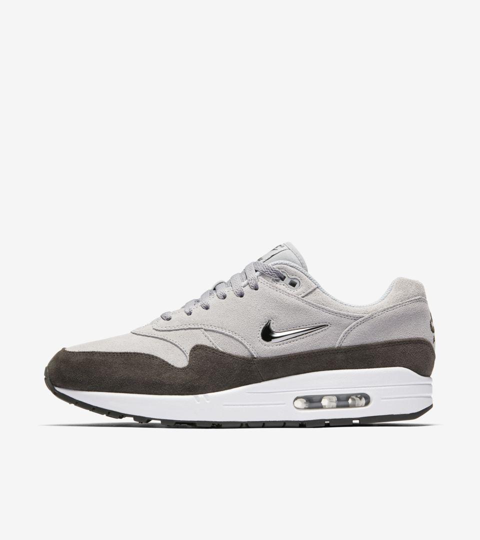Nike Air Max 1 Premium 'Wolf Grey'.. Nike SNKRS LU