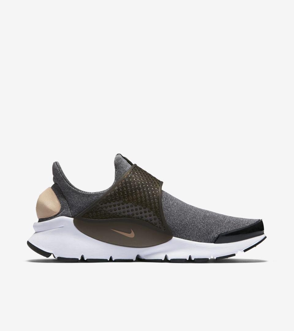 Women's Nike Sock Dart 'Vanchetta Tan'. Nike SNKRS GB