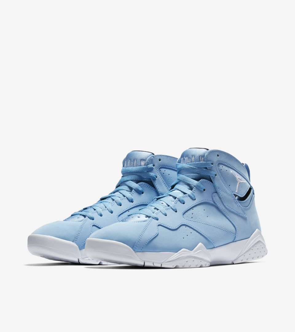 Air Jordan 7 Retro 'University Blue'. Nike SNKRS