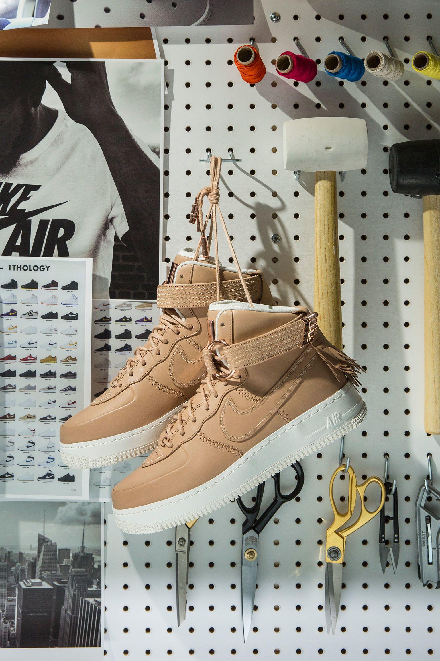 Dentro la scarpa: Nike Air Force 1 High Sport Luxury. Nike SNKRS IT