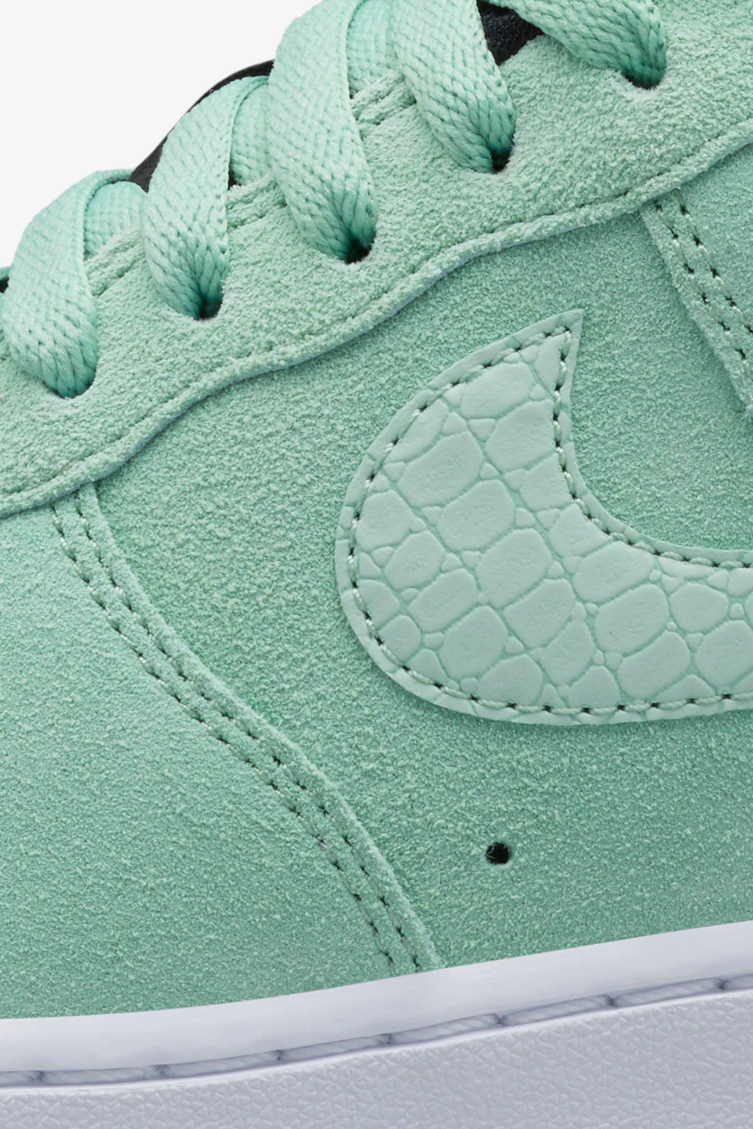 Women's Nike Air Force 1 'Enamel Green'. Nike SNKRS