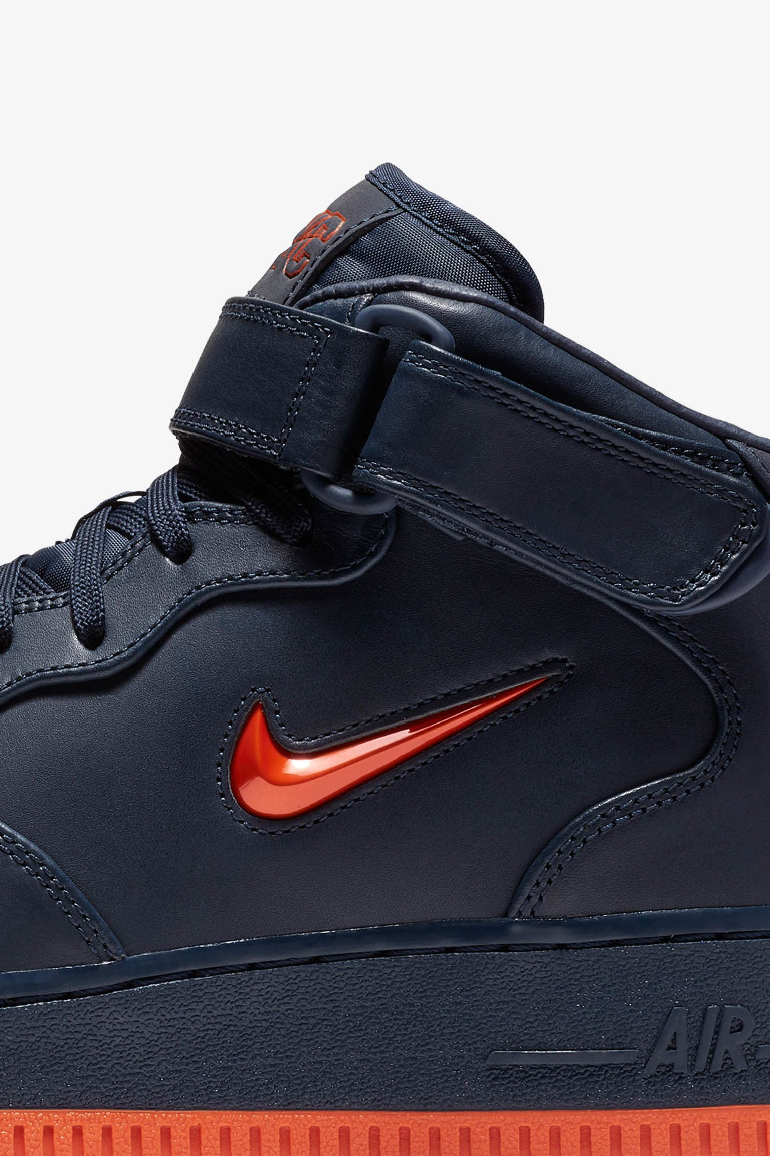 Nike Air Force 1 Mid Premium