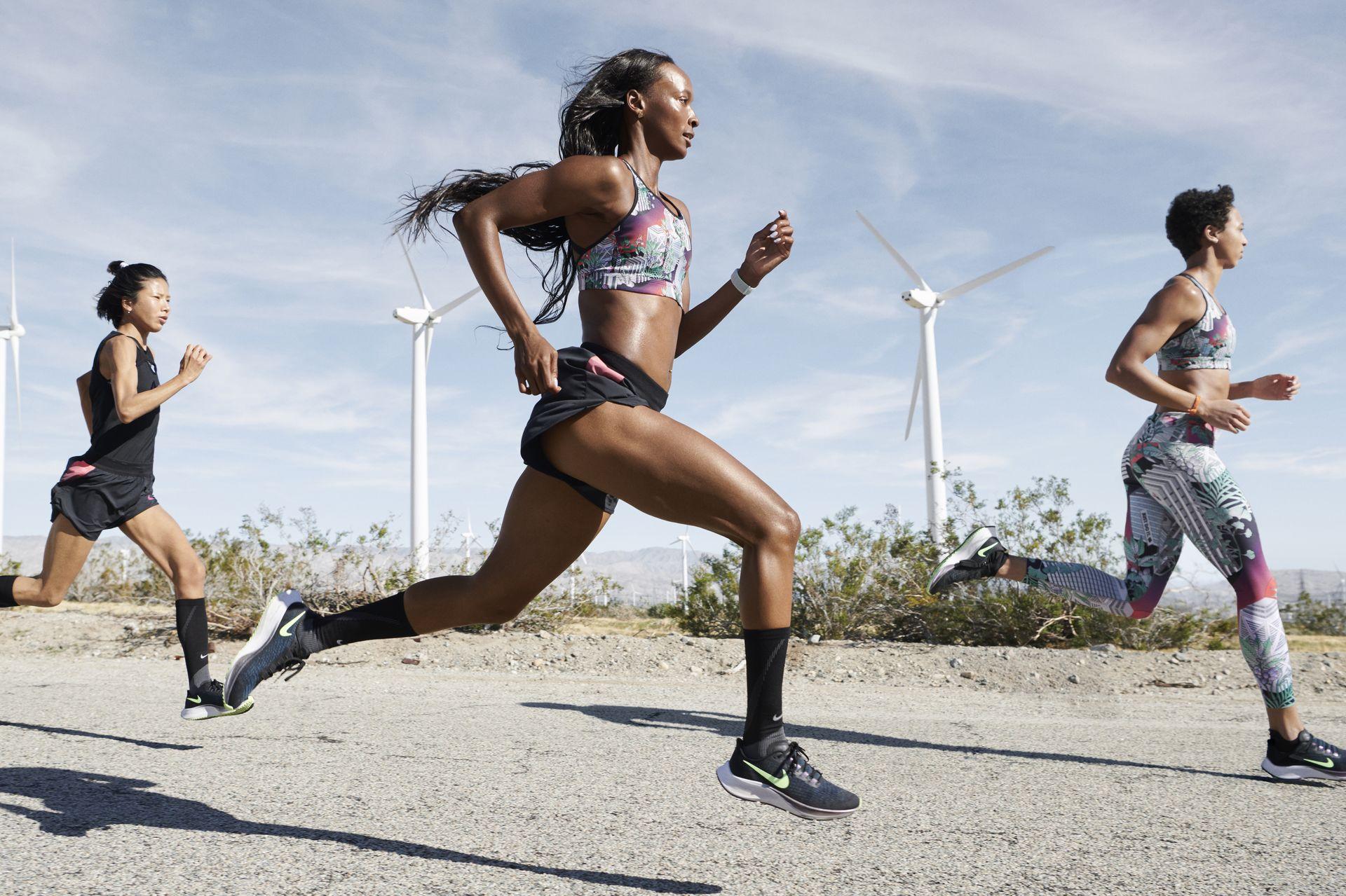 Long distance marathon running shoes